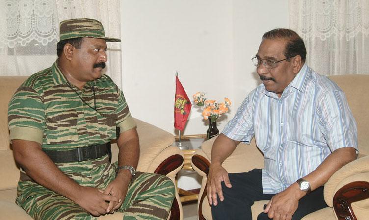 Mr.-Pirapaharan-meets-Mr.-Anton-Balasingham-in-Vanni-in-January-2005